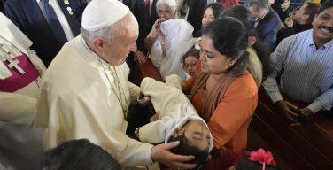 Папа Франциск посетил Кафедральный собор в Абу-Даби