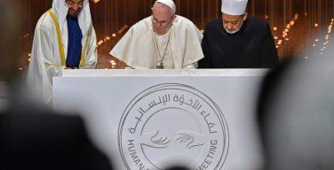 Папа в Абу-Даби: сегодня Бог призывает нас войти вместе в ковчег братства
