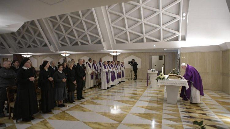 Сестры-евхаристки из России участвовали в Мессе в Доме Св. Марфы и приняли от Папы благословение