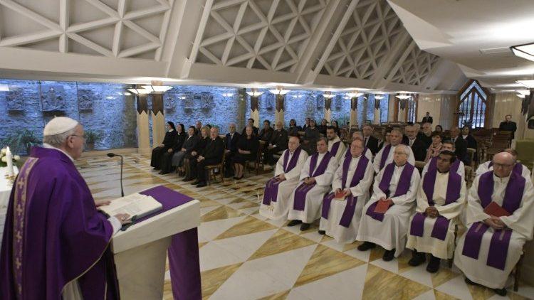 На утренней Мессе в Доме Св. Марфы Папа Франциск призвал помнить о том, что Бог сделал в нашей жизни