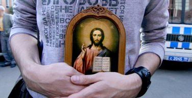 Один дома: православный среди атеистов: о том, как себя вести, если вы — единственный верующий в семье