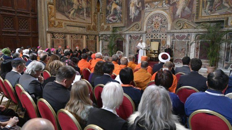 Папа Франциск призвал изменить концепцию устойчивого развития