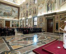 Папа встретился с сотрудниками Секретных архивов Ватикана