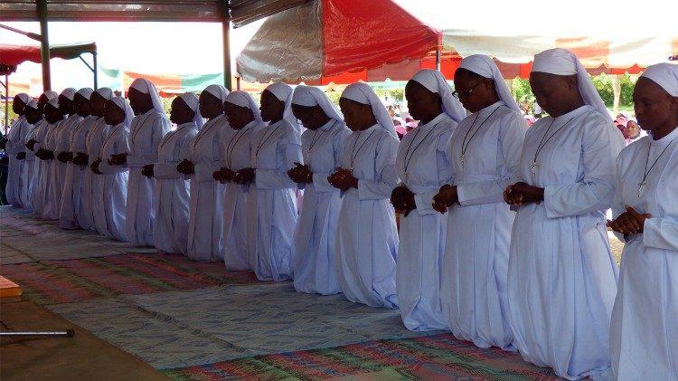Папа внёс касающиеся монашествующих изменения в Кодекс канонического права