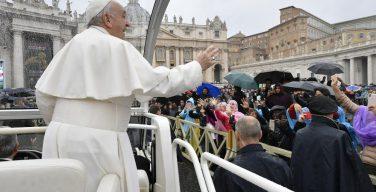 На общей аудиенции 10 апреля Папа Франциск прокомментировал прошение молитвы «Отче наш» о прощении грехов