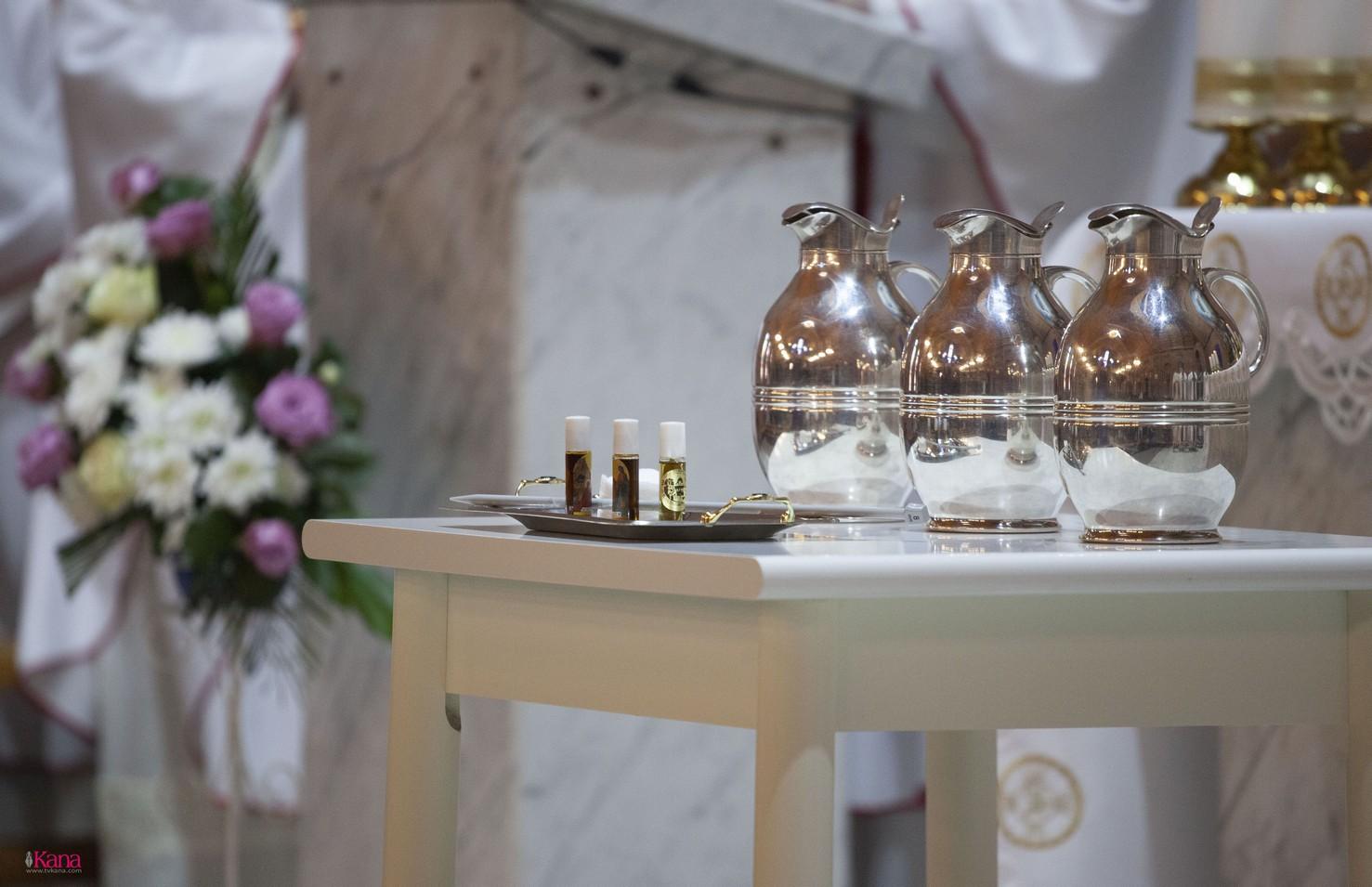 Месса освящения мира и елея в Кафедральном соборе Новосибирска (+ФОТО)