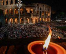Папа Франциск в Великую Пятницу возглавил богослужение Крестного пути и завершил его молитвой