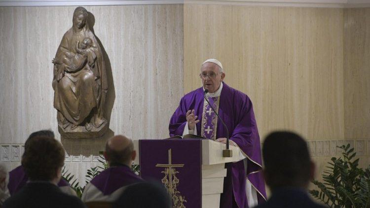На Мессе в Доме Св. Марфы Папа Франциск призвал со всей серьезностью отнестись к молитве
