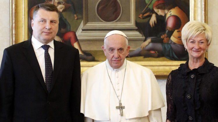 Папа Франциск принял президента Латвии