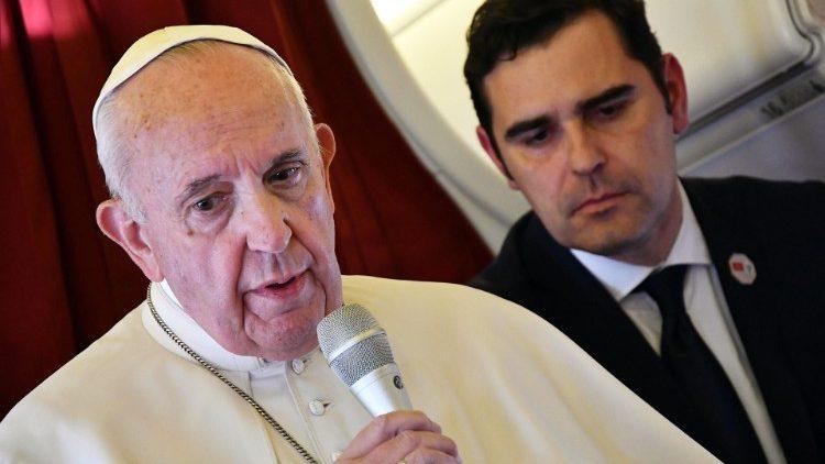 Пресс-конференция Папы Франциска на борту самолета на обратном пути из Рабата в Рим