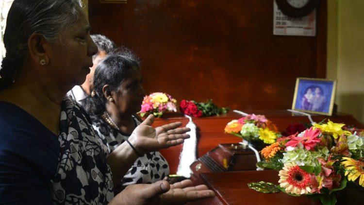 Теракты на Шри-Ланке: заявления властей и послание кардинала Бо