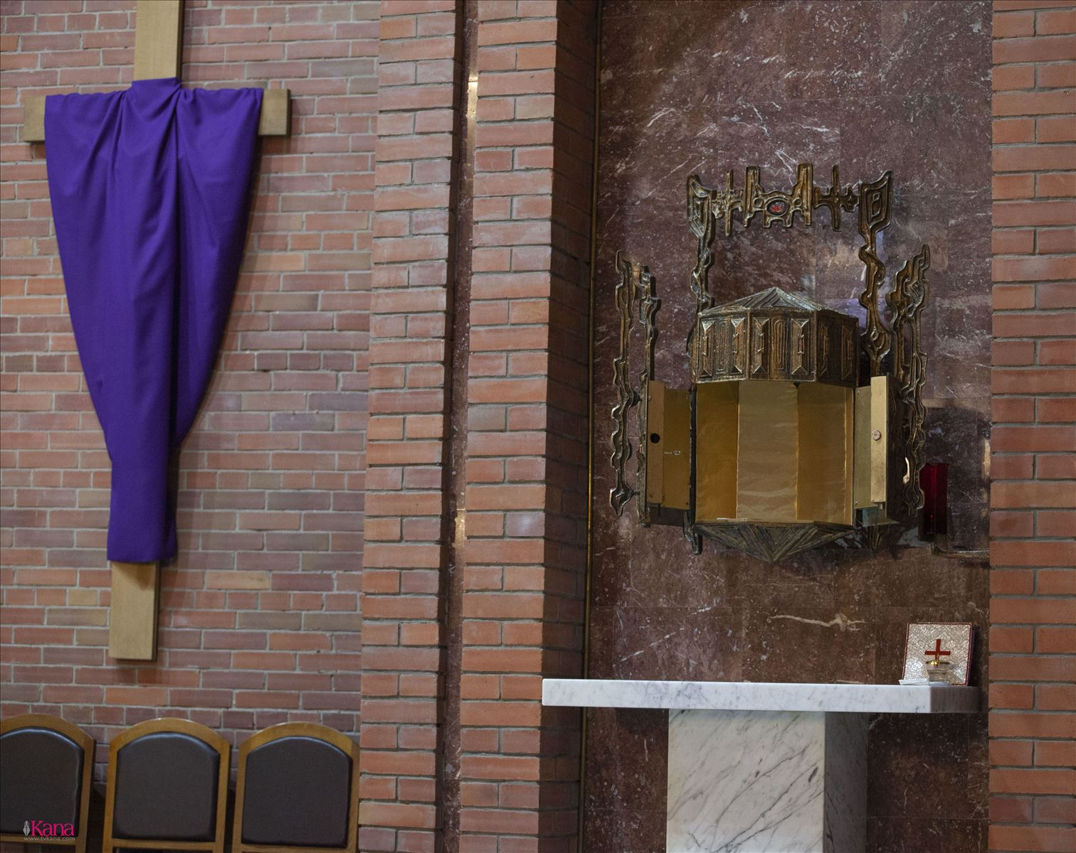 Сибирские католики вступили в Священное Пасхальное Триденствие: Месса воспоминания Тайной Вечери в Кафедральном соборе Преображенской епархии
