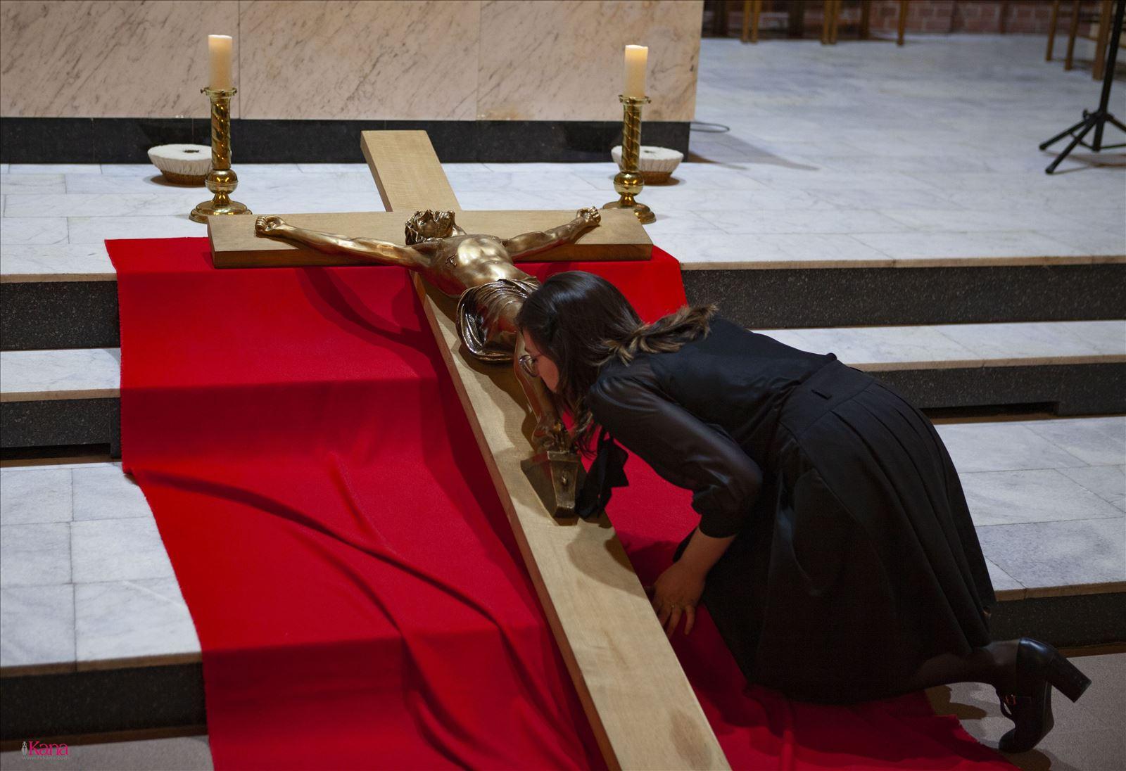 Богослужение Воспоминания Страстей Господних в Кафедральном соборе Новосибирска