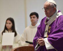 Папа Франциск посетил 20-й по счету римский приход и призвал верных не бояться сомнений