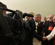 Папа Франциск призвал журналистов давать новости, несущие надежду