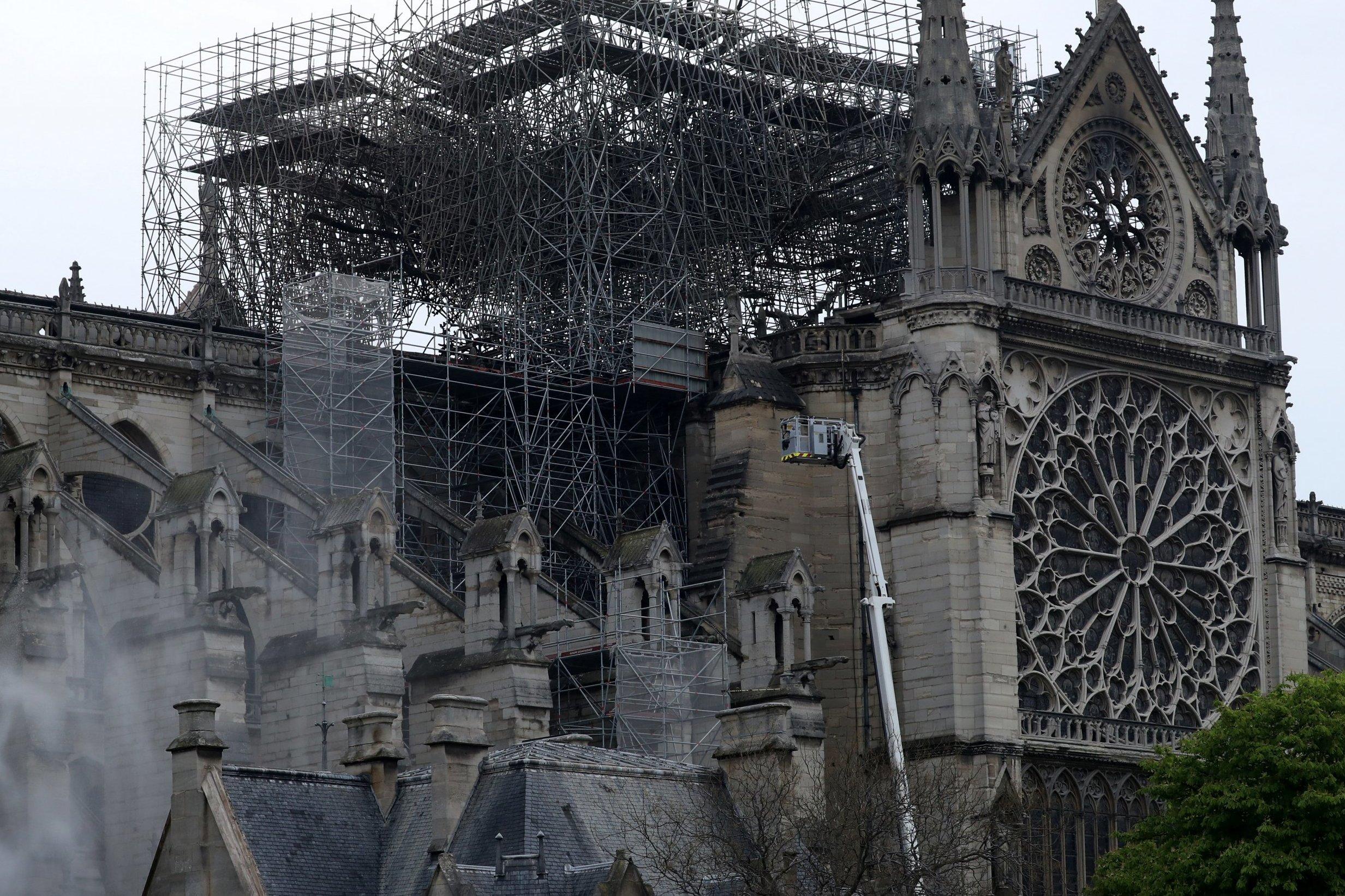 Более тысячи экспертов предостерегли Макрона от поспешного восстановления собора Парижской Богоматери