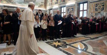 Папа Франциск решительно высказался против абортов и селективной пренатальной диагностики