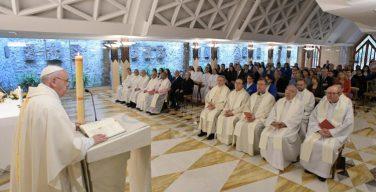 На Мессе в Доме Св. Марфы Папа Франциск призвал почаще беседовать со Святым Духом и хранить свое сердце молодым