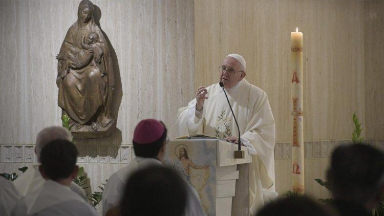 На Мессе в Доме Святой Марфы Папа Франциск размышлял о рождении от Духа Святого