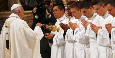 В воскресенье Доброго Пастыря Папа Франциск рукоположил 19 новых священников
