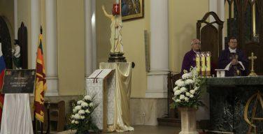 В Московском Кафедральном соборе Непорочного Зачатия Пресвятой Девы Марии почтили память погибших в серии терактов в Шри-Ланке