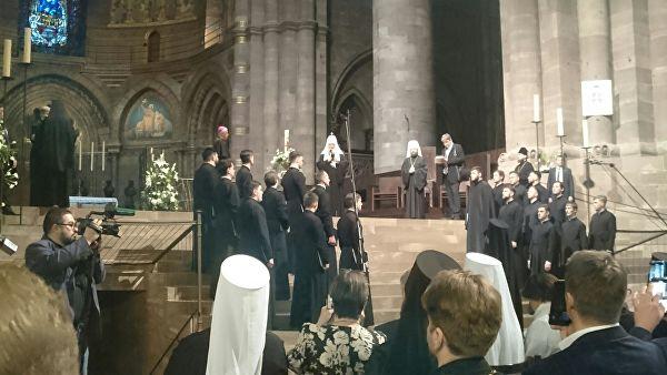 Архиепископ Страсбурга передал патриарху Кириллу мощи святой Одилии