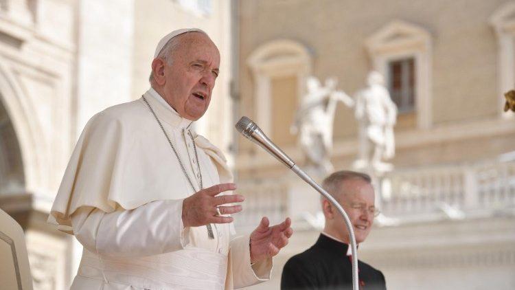 На общей аудиенции в среду 12 мая Папа Франциск продолжил разбор Книги Деяний