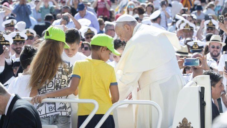 На общей аудиенции 19 июня Папа Франциск, продолжая свой цикл катехез о Книге Деяний, говорил о схождении Духа Святого
