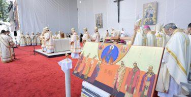 Кульминация Апостольского визита в Румынию: Папа Франциск возглавил служение Божественной Литургии по византийскому обряду и причислил к лику блаженных семерых греко-католических епископов