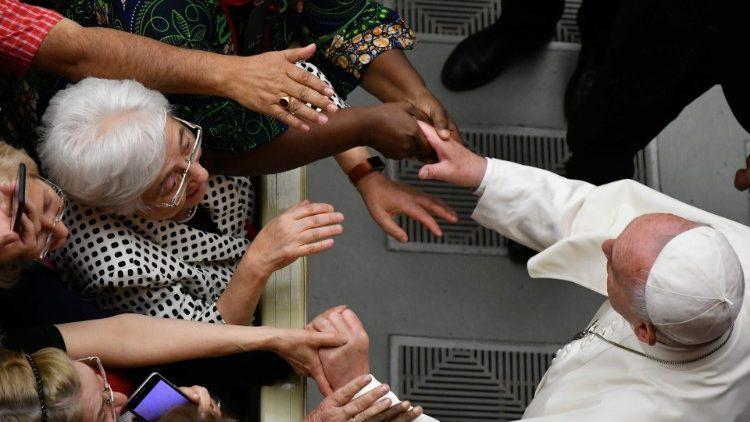 В канун Пятидесятницы Папа Франциск встретился с участниками движения харизматического обновления