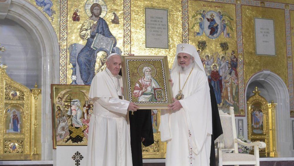 Первый день пребывания Папы Франциска в Румынии: встреча с православными братьями и Святая Месса в католическом Кафедральном соборе Бухареста