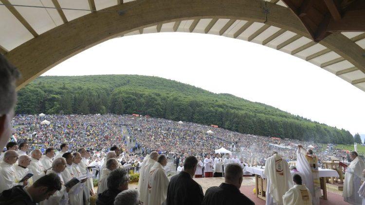 Папа Франциск в Румынии: грандиозная Святая Месса в Шумулеу-Чук