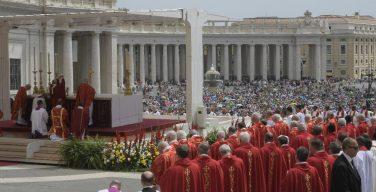 В торжество Пятидесятницы Папа Франциск возглавил Мессу на площади Святого Петра и сказал проповедь