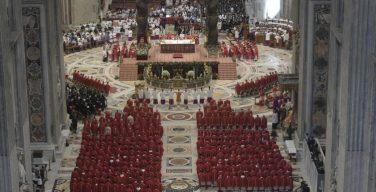 Папа Франциск возглавил святую Мессу торжества Апостолов Петра и Павла и благословил митрополичьи палии