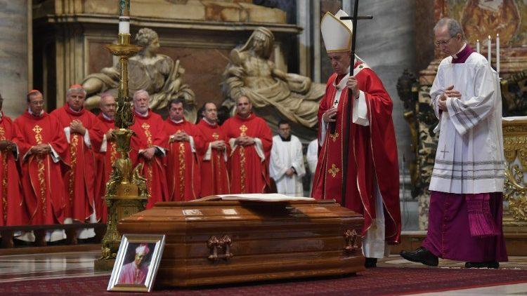 Папа Франциск возглавил заупокойную Мессу по скоропостижно скончавшемся Апостольском нунции
