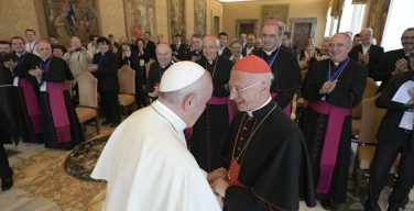 Папа Франциск о призваниях и умении общаться с молодежью
