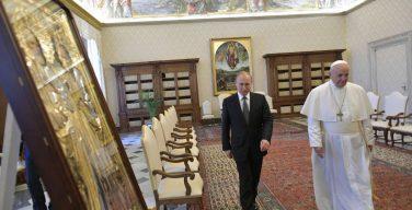 В РПЦ считают полезной встречу Путина с Папой Римским Франциском