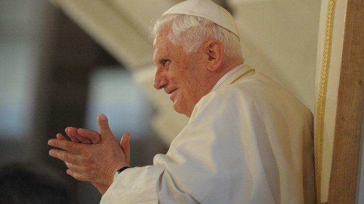 Бенедикт XVI принял в Ватикане немецких монахов-каноников