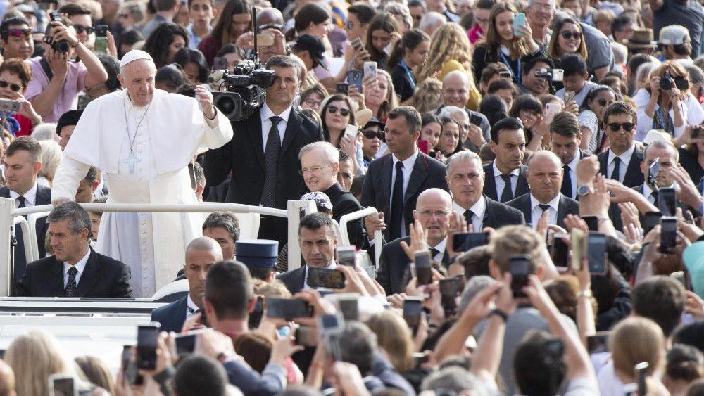 Папа Франциск, продолжая комментировать Книгу Деяний, говорил о сущности диаконского служения и о примере мучеников