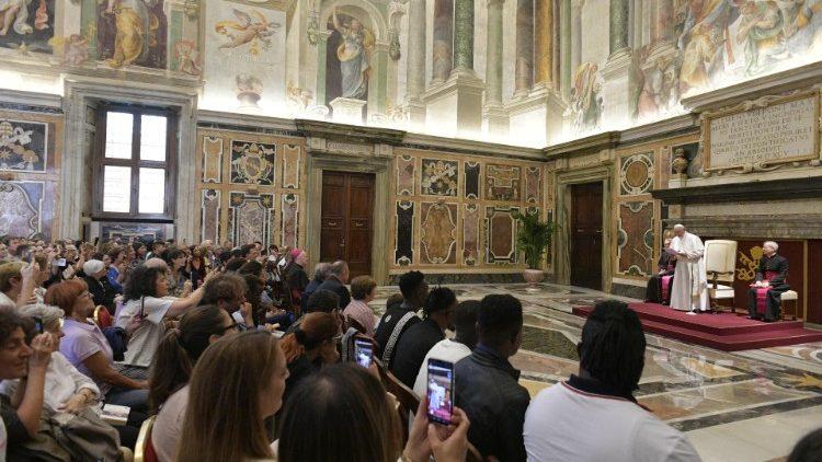 В четверг 26 сентября Папа Франциск встретился с представителями церковных движений