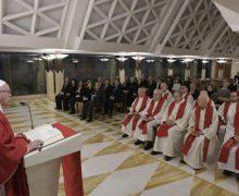 В своей проповеди в Доме Святой Марфы Папа Франциск призвал к молитве за облеченных властью людей и политиков