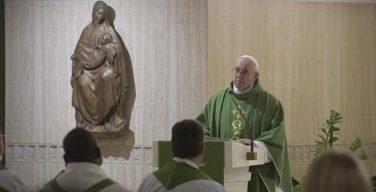 Папа Франциск на Мессе в Доме Святой Марфы призвал «не быть христианами наполовину»