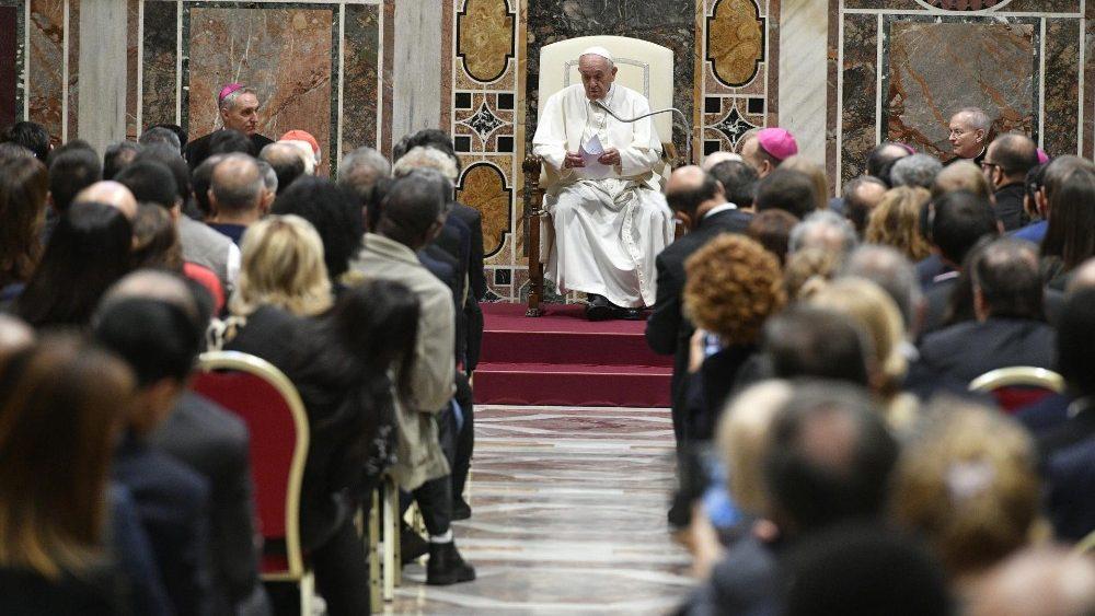 Папа Франциск обратился к работникам церковных медиа