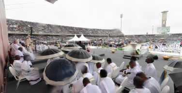 Визит Папы Франциска в Мозамбик завершился святой Мессой на стадионе