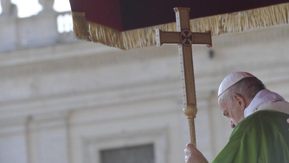Папа Франциск возглавил Мессу на площади Святого Петра по случаю Всемирного дня мигранта и беженца