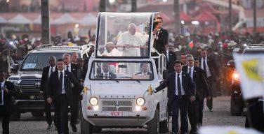 Папа Франциск на Мадагаскаре: встречи с представителями властей и гражданского общества, монахинями и епископами, общение с молодежью…