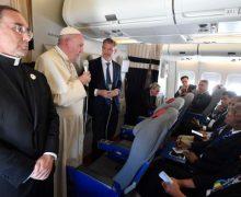 Папа Франциск дал традиционную пресс-конференцию на борту самолета