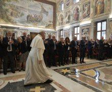 Папа Франциск – итальянским врачам: человеческая жизнь священна