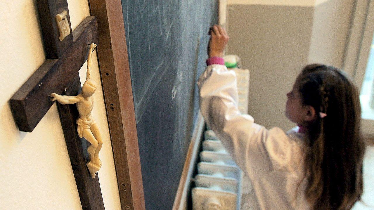 Епископы Италии обещают защитить распятия в школах