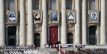Папа Франциск причислил к лику святых пятерых подвижников веры, а в своей проповеди говорил о встрече с Иисусом